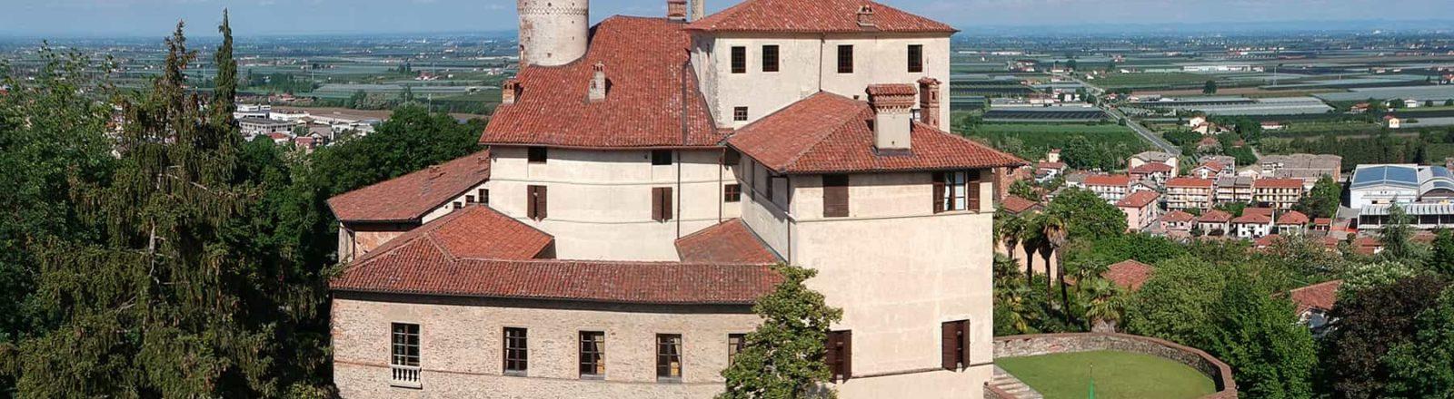 Castello di Manta e la Fiera del Tartufo di Alba